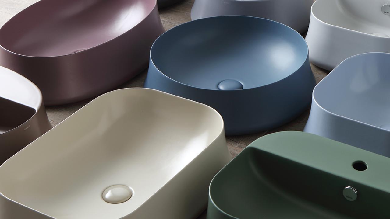 Design, funzionalità ed eleganza in bagno, regnano sotto il segno del colore